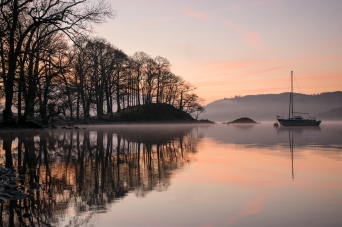 Home Crag flots on a layer of mist over Windermere